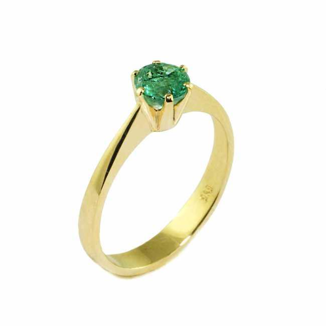 a3202173ea6024 Złoty pierścionek zdobiony okazałym szmaragdem