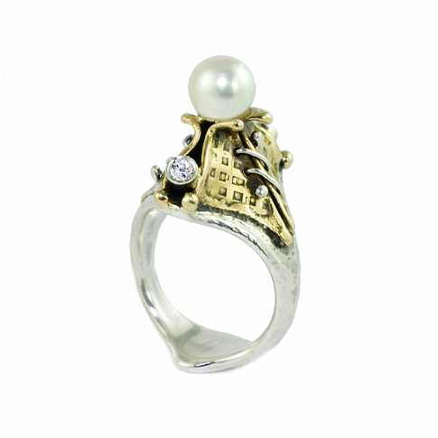 Pearl and Diamonds RING