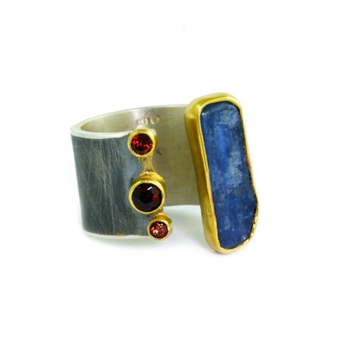 Srebrny pierścionek z granatami